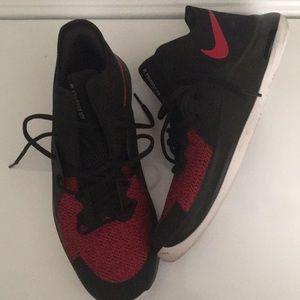Nike Air Versatile lll size 10.5
